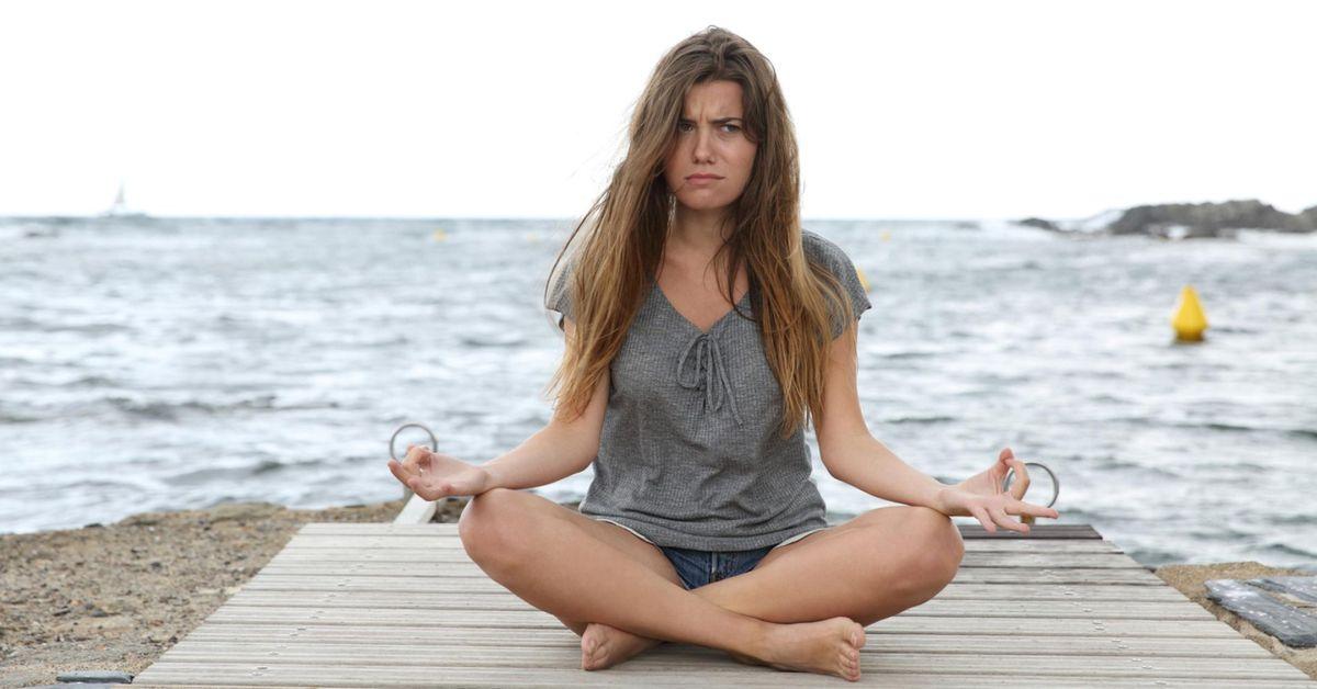 Insultar y beber cerveza mientras se practica yoga, la nueva tendencia