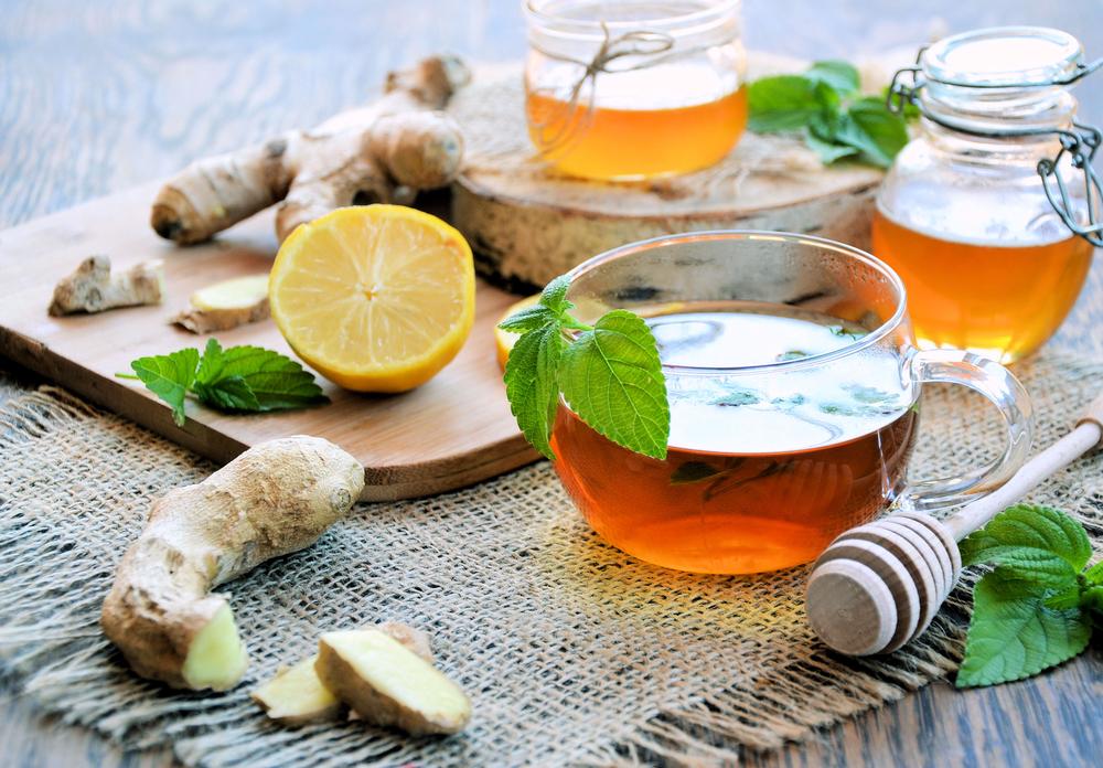Potente remedio antiviral de miel, limón y jengibre