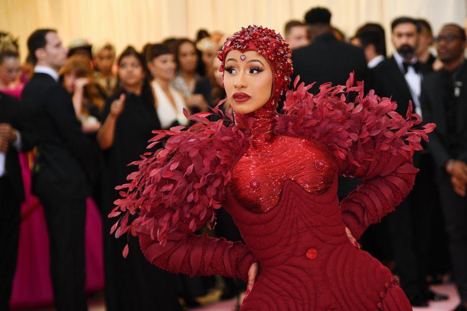 ¡De infarto! Cardi B y su gran cola del vestido que impresiona en la Met Gala 2019