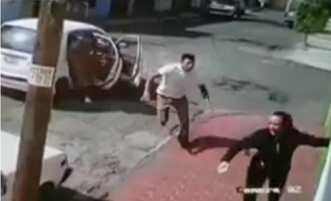 VIDEO: Mujer escapa de intento de secuestro en el Estado de México