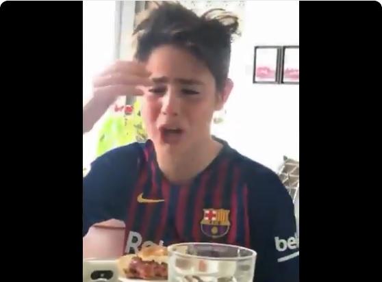 """Video: La reacción de un niño del Barcelona que revienta las redes """"¡Equipo de vergüenza!"""""""