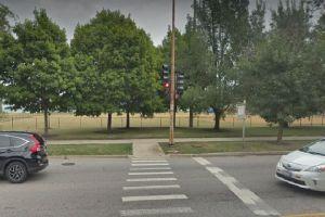 Joven que jugaba básquetbol en un parque de Rogers Park es herido de bala en el hombro