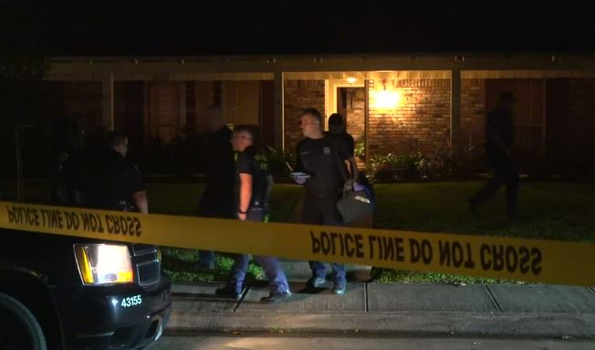 Pastor y su esposa matan a balazos a sospechoso que intentaba invadir su casa