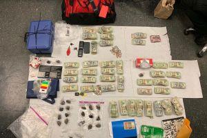 """""""Vehículo sospechoso"""" lleva a confiscar heroína, metanfetaminas y efectivo en Pomona"""