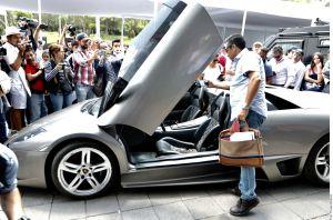 Subasta de autos del narco obtiene casi $1.5 millones de dólares, se va un Lamborghini