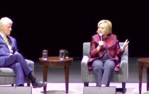 VIDEO: Así increparon a los Clinton en medio de una conferencia