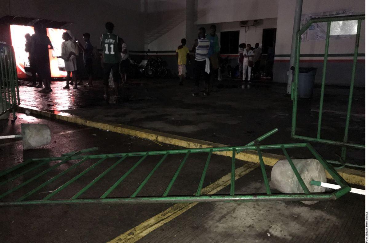 Huyen migrantes cubanos de estación migratoria.