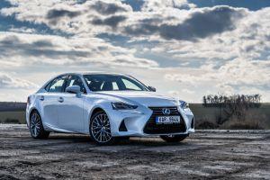 Lexus IS: el deportivo híbrido más seductor del mercado