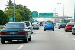 4 sencillos pasos para cambiar de carril al conducir sin peligro de accidentes