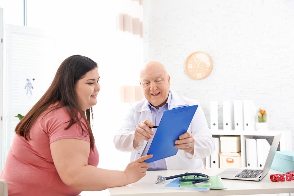 ¿Cómo funciona el bypass gástrico y cuáles son sus beneficios para bajar de peso?