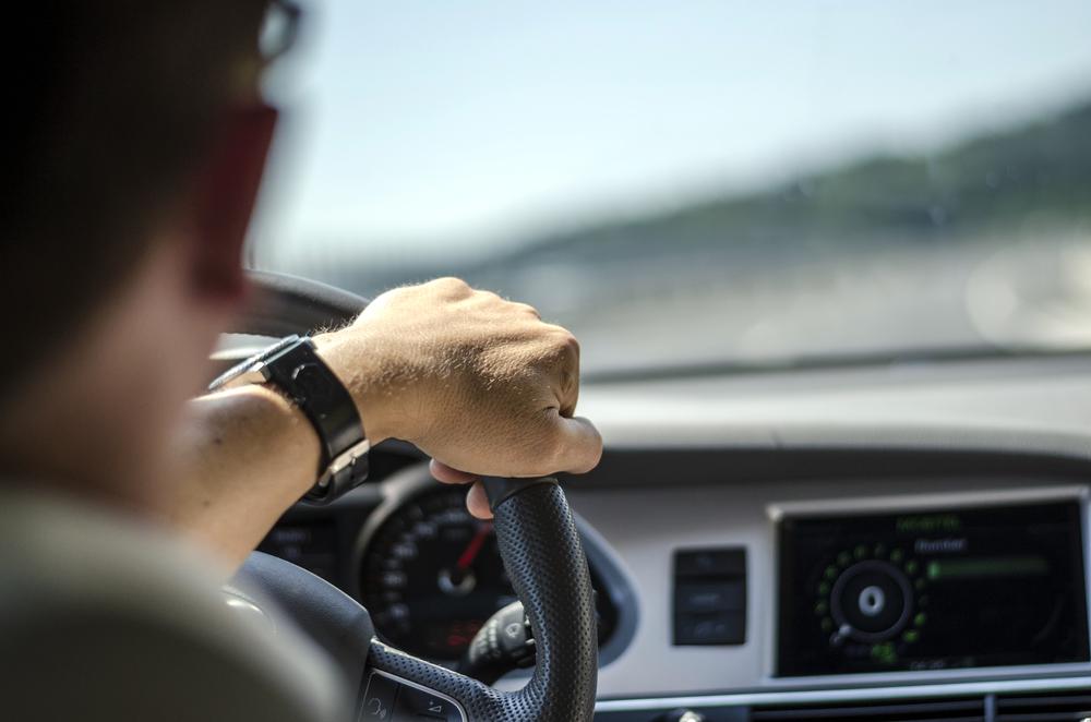 ¿Por qué es importante la capacidad de percepción y anticipación durante la conducción?