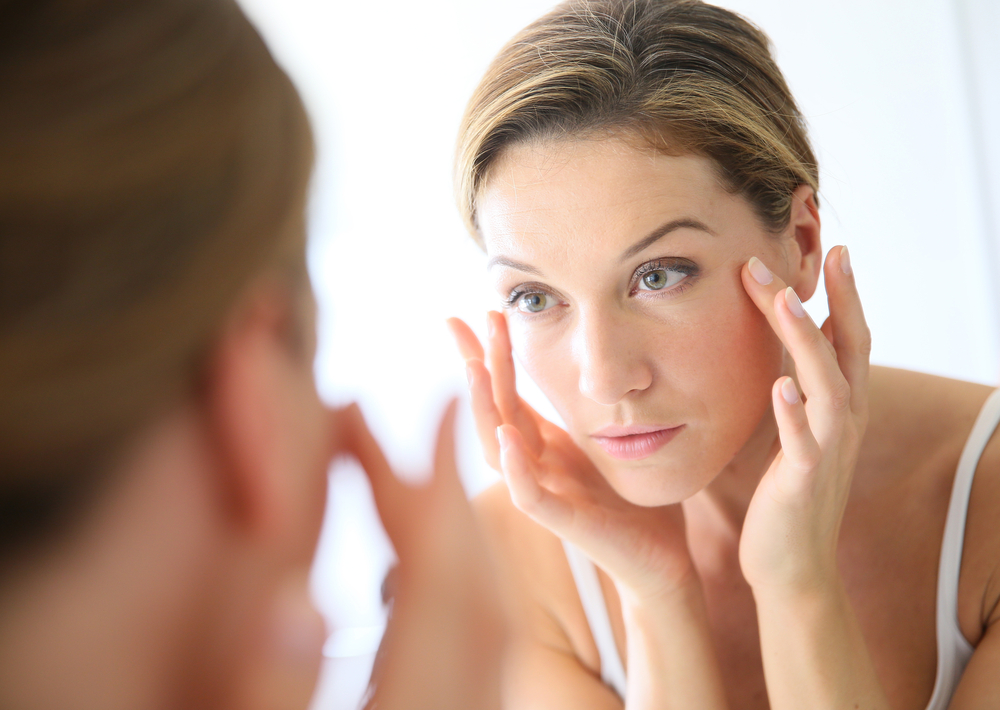 ¿Un rostro sin arrugas y reluciente? Untarse semen es la opción
