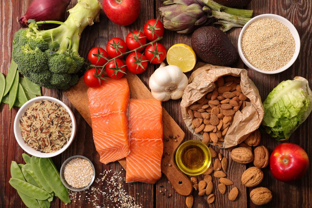 6 alimentos clave para evitar la inflamación estomacal y bajar de peso naturalmente