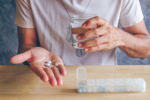 Apendicitis: ¿es mejor tomar antibióticos o someterse a cirugía?