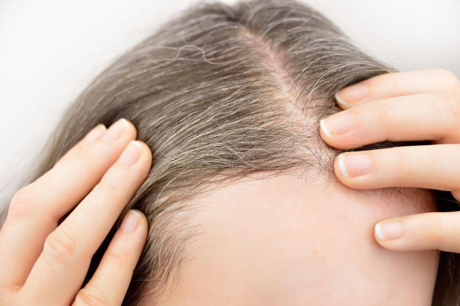 propiedades del aceite de romero en el pelo