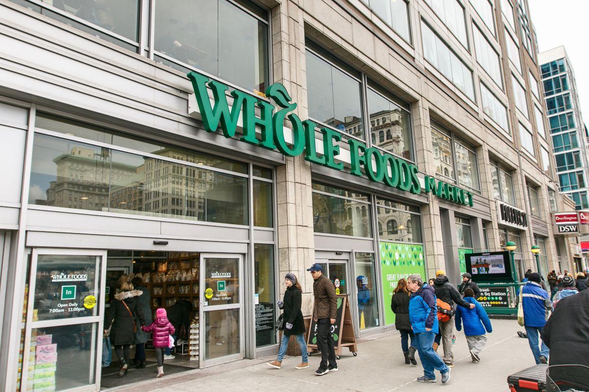 Un empleado de Whole Foods de Miami da positivo y podría haber infectado a miles de clientes