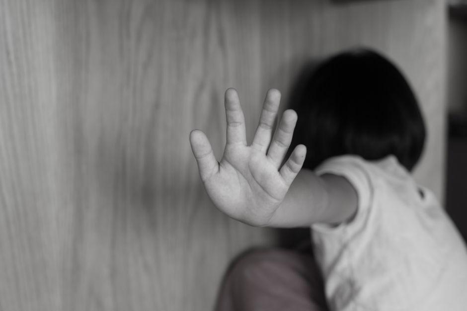 """""""Quiero morirme, ya no me curen"""", la suplica de una niña de 7 años, víctima de maltrato y abuso sexual"""