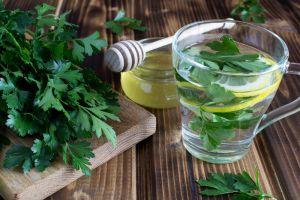 Remedios caseros con perejil para limpiar la vejiga y las vías urinarias