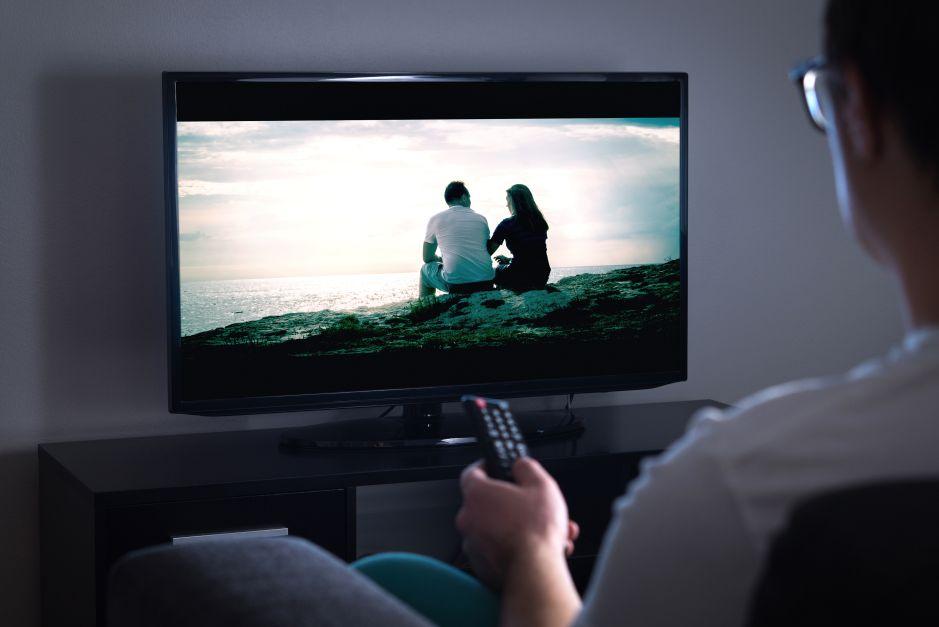 ¿Qué es mejor tener cable o televisión por satélite gratis?