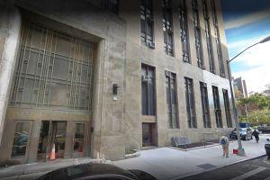 Suspenden a dos mujeres oficiales de corrección tras pelea salvaje en tribunal en Manhattan