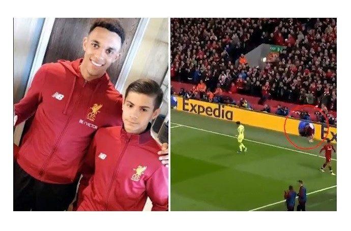 Un niño balonero del Liverpool, héroe de la remontada en Anfield