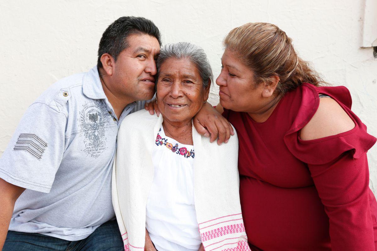 Inmigrante se reencuentra con su madre 23 años después