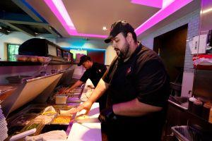 Trabajadores de los restaurantes pierden empleo por el coronavirus