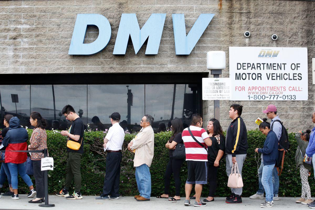 El DMV de California pide flexibilidad a las autoridades por licencias y registros vencidos