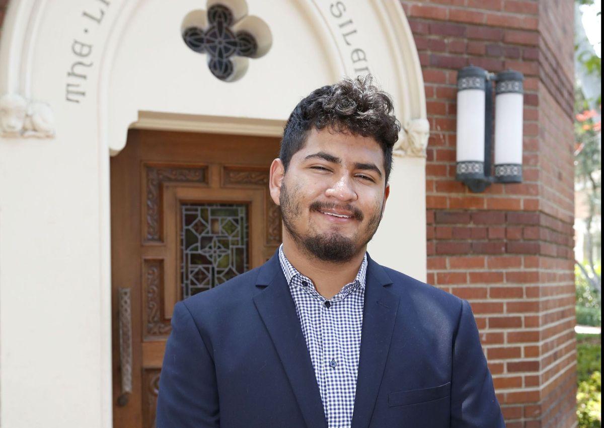 Becan a jóvenes que nunca se dieron por vencidos en el sur de Los Ángeles
