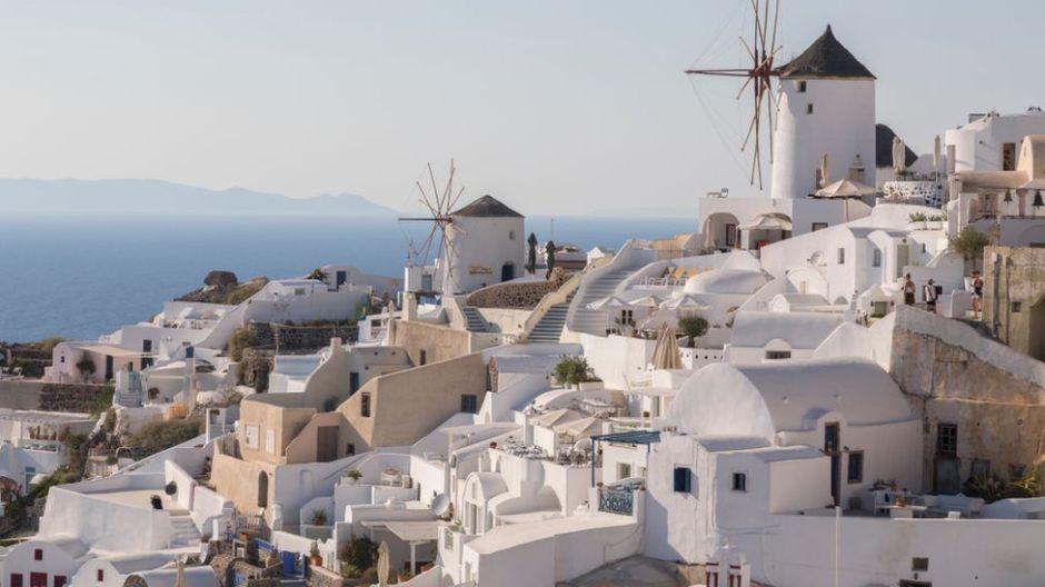 Qué tan efectivos son los techos blancos para reducir la temperatura de los edificios y casas en verano