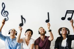 Napster, el revolucionario sistema que le dio música gratis al mundo hace 20 años y por qué lo cerraron