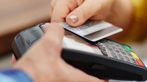 """Qué tan segura es la tecnología """"contactless"""" de las tarjetas de crédito y cuán extendida está en Latinoamérica"""