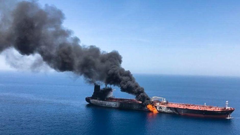 Estrecho de Ormuz: qué se sabe de las explosiones en buques petroleros que aumentan la tensión en la zona