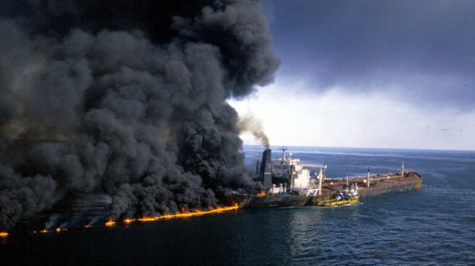 """Estrecho de Ormuz: qué fue la """"guerra de los petroleros"""" que casi llevó a una guerra entre EE.UU. e Irán"""