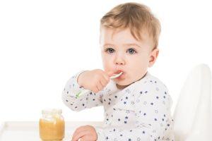 Consejos para introducir el huevo y el pescado a los bebés