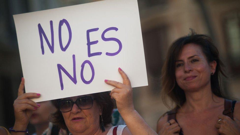 """""""La manada"""": la alentadora carta de la víctima violada en España por un grupo de hombres"""