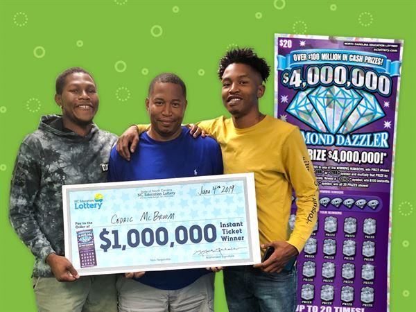 Un cartero que en lugar de entregar buenas noticias, las recibió con un premio de lotería