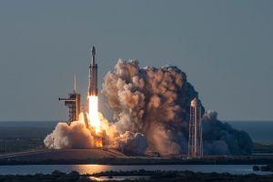 SpaceX pondrá en órbita los restos mortales de 152 personas