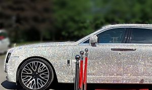 Fue a su baile de Prom en un Rolls-Royce cubierto de cristales
