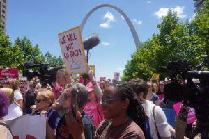 """La Justicia de EEUU protege el aborto en el estado de Missouri """"por ahora"""""""