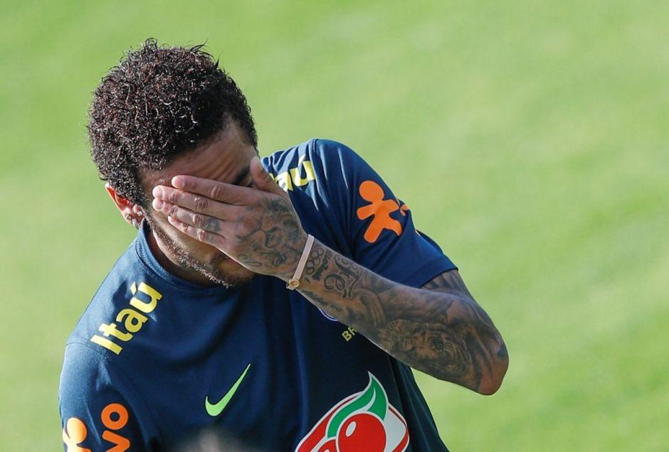 El Paris Saint Germain anunció que va a reevaluar la lesión de Neymar