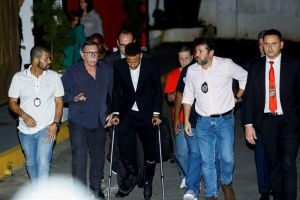 Confiscan los videos del hotel de París donde Neymar fue acusado de violación