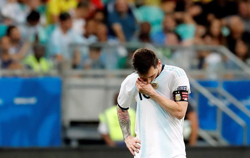 Argentina decepciona y pierde ante Colombia ¡más frustración para Messi!