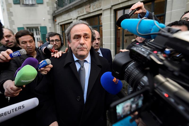 Detienen a Michel Platini por presunta corrupción en elección de Catar para el Mundial de 2022