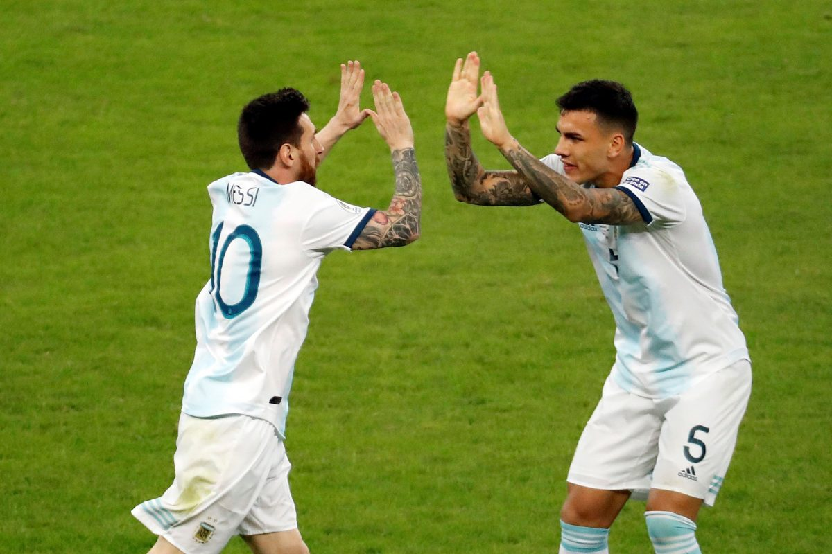 Lionel Messi celebra un gol para Argentina frente a Paraguay en la Copa América.