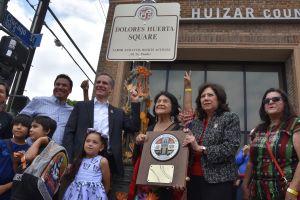 Los Ángeles inaugura una plaza en honor a Dolores Huerta