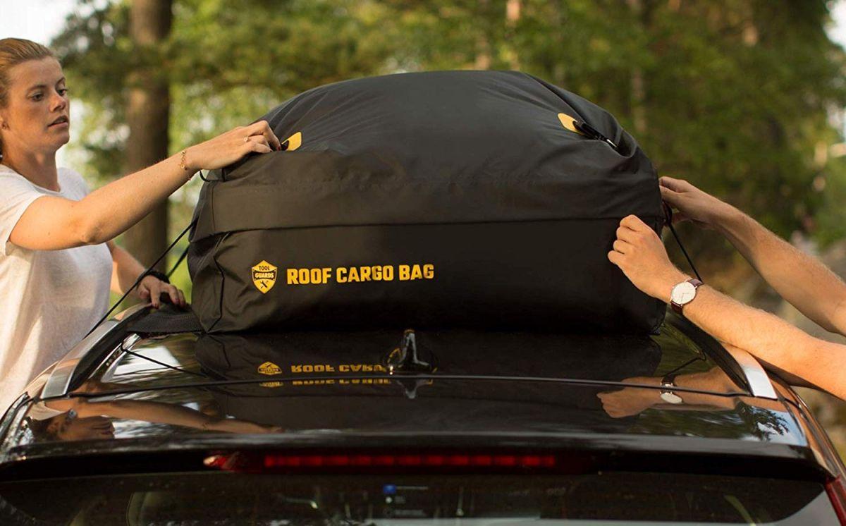 6 bolsas de carga para el techo de tu auto que te benefician cuando viajas con mucho equipaje
