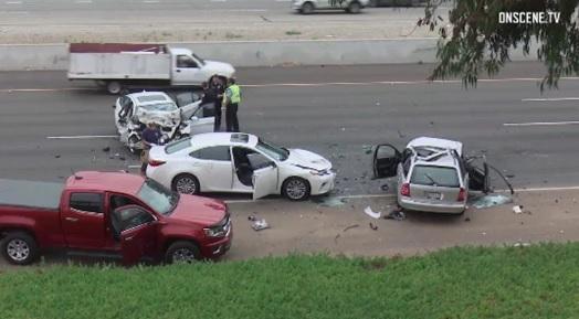 Carro viajando en contravía causa choque fatal en Newport Beach