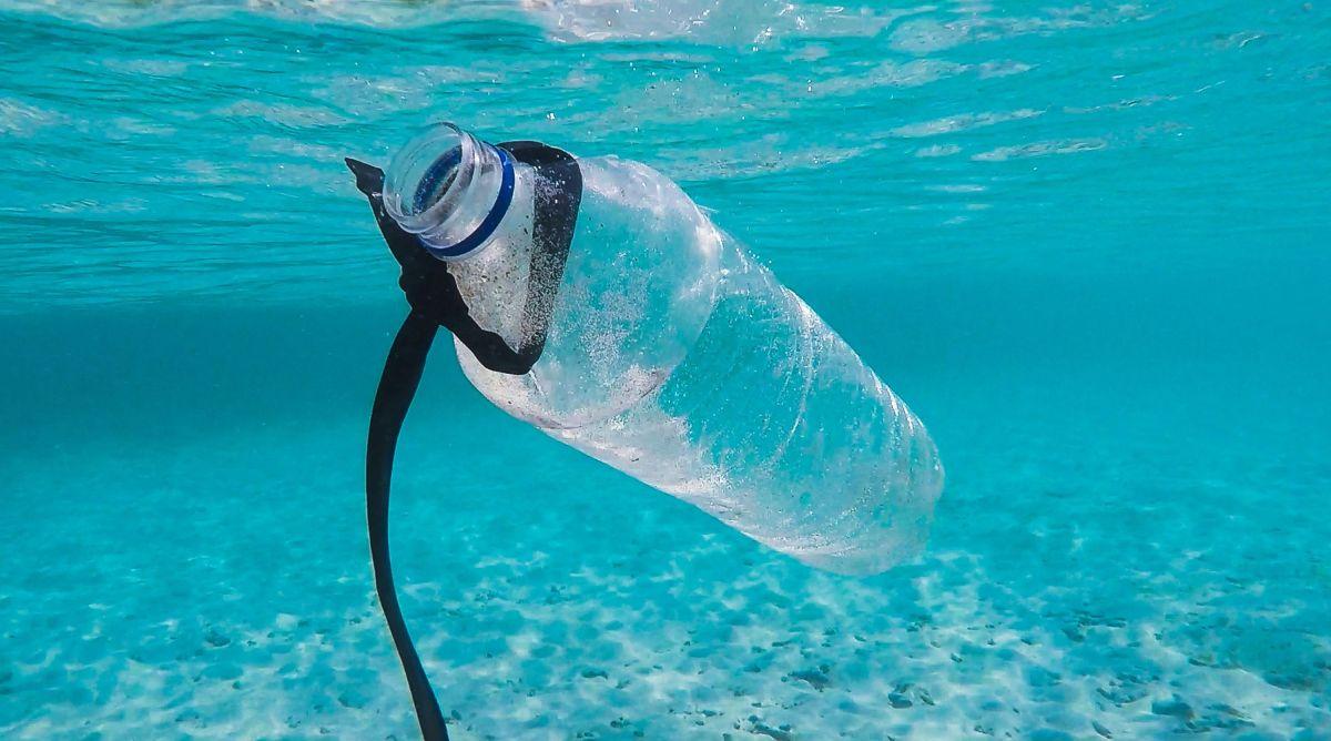 La contaminación de los mares con plástico es alarmante.