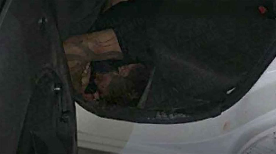 Detienen a tres hombres que transportaban un cadáver en un taxi